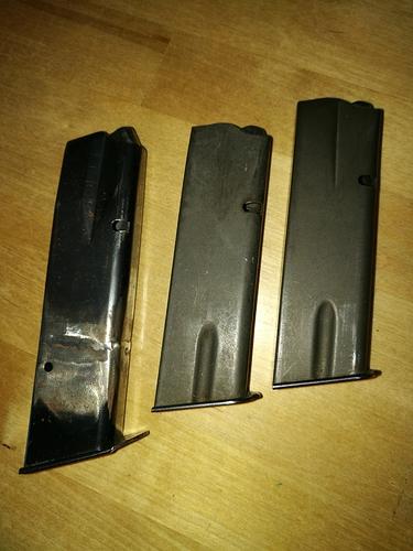 3 magazin a-vapen troligen CZ85 varav ett förlängt (8) - kopia - kopia